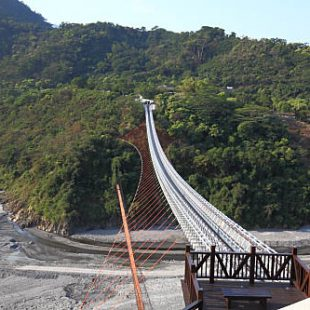 山川琉璃吊橋